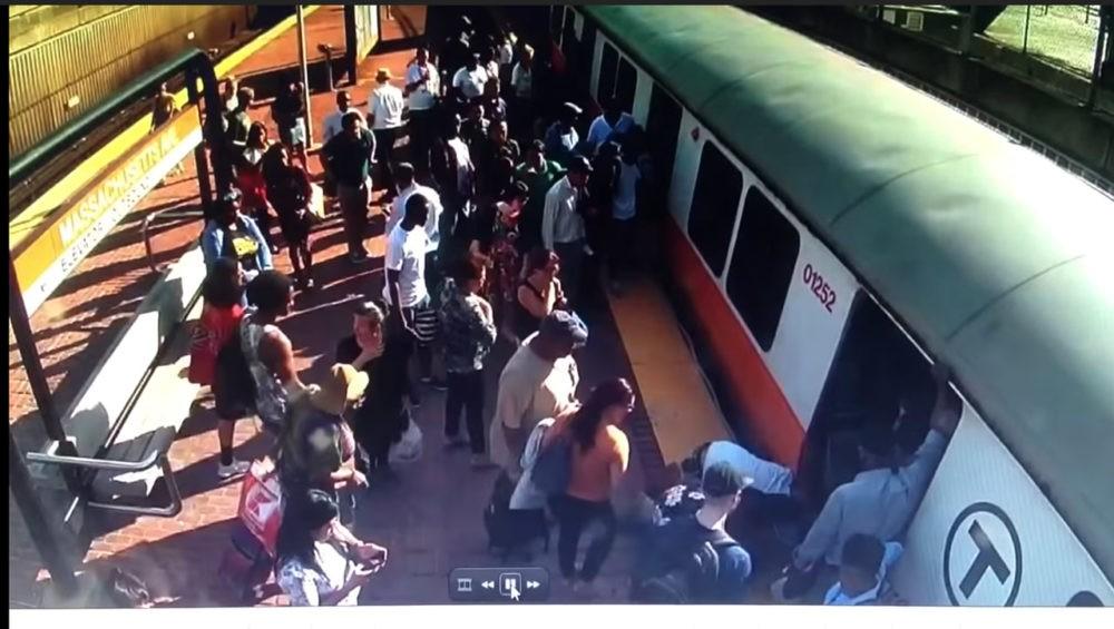 Изображение с камеры наблюдения в бостонской подземке